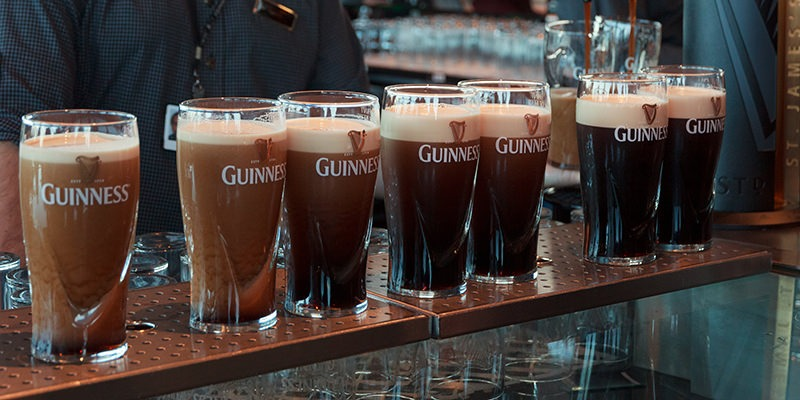 Pour The perfect Guinness